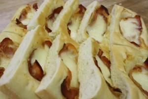 focaccia patata speck e mozzarella